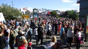 Folla a Reykjavik per la Notte della Cultura