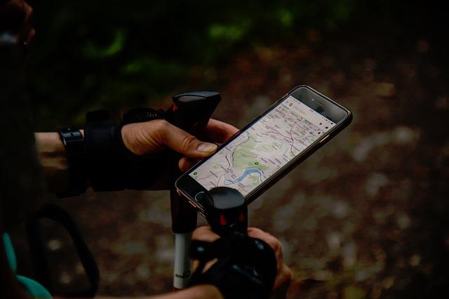 Smartphone mappa in viaggio